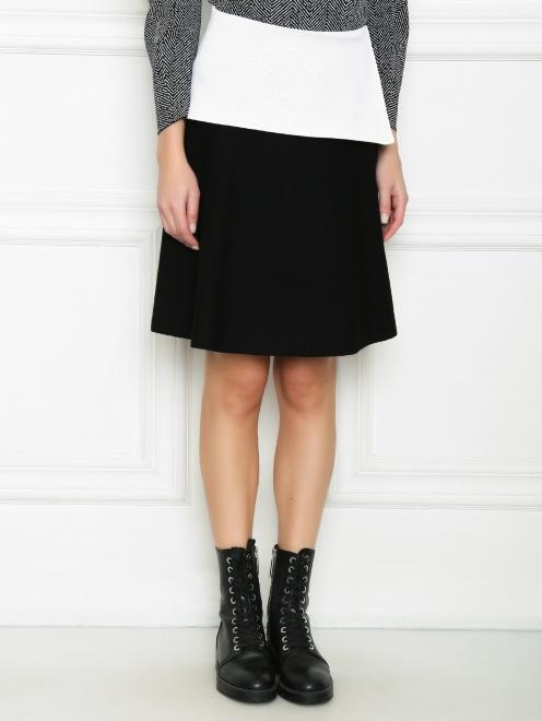 Трикотажная юбка с контрастной баской и молнией  - МодельВерхНиз