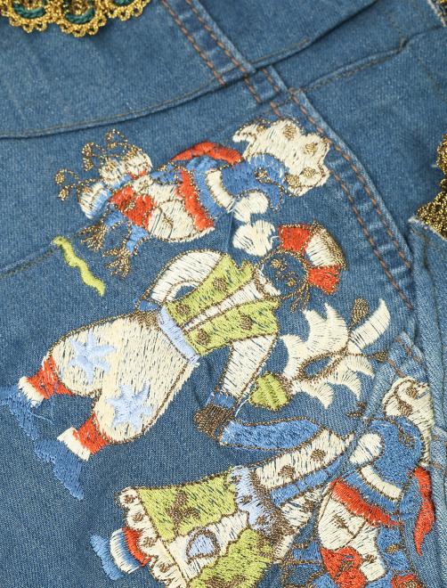Жилет из денима с вышивкой и аппликацией - Деталь