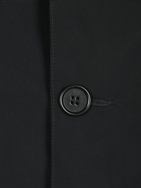 Плащ на пуговицах с капюшоном - Деталь