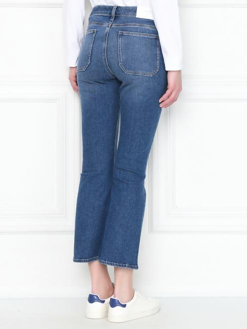 Укороченные джинсы расклешенного кроя - МодельВерхНиз1