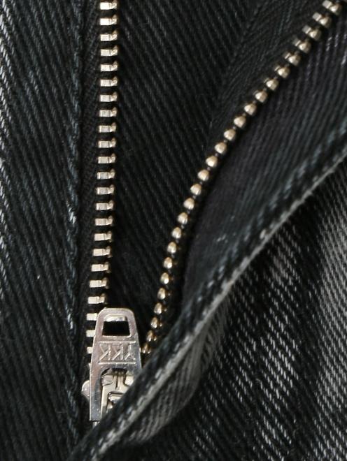 Джинсы с заплатками и стразами - Деталь1